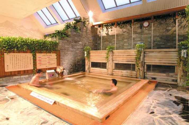 This is a bath house in Pusan. Nongshim in Dong nae